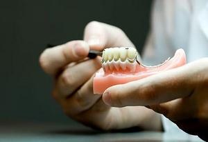 izgotovlenie-zubnyh-protezov